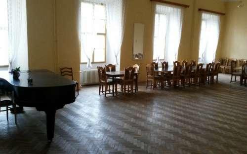 Středisko Zámek Trhanov - společenská místnost