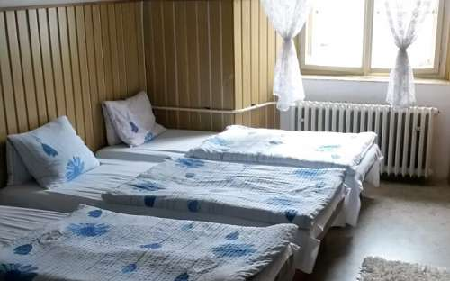 Středisko Zámek Trhanov - pokoje