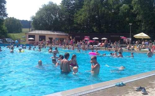 Kemp Pecka - bazén, koupání