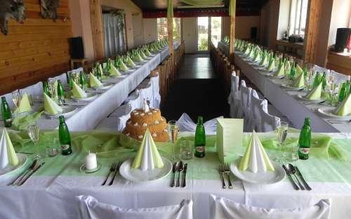 Svatební hostina v kempu Dolce
