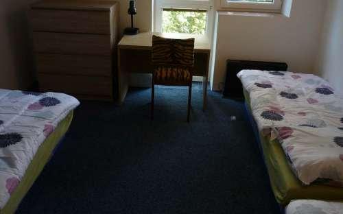 Mała sypialnia na poddaszu dla 4 osób