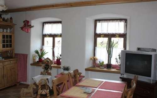 Obývací kuchyň s pecí k poležení