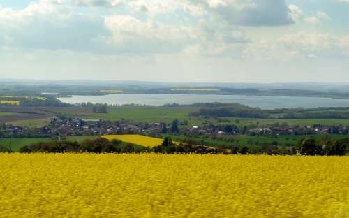 pohled na Provodov-Šonov, přehrada Rozkoš v pozadí
