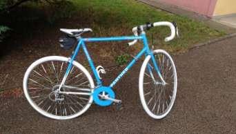 Na kole do kempu