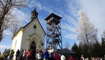 Wieża widokowa wyrosła obok kaplicy św. Rynki powyżej wsi Miletice i Dlažov