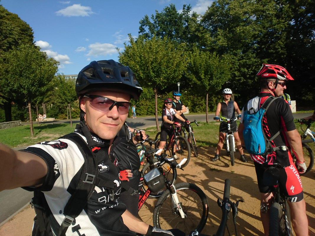 https://www.kempy-chaty.cz/sites/default/files/turistika/1._bikeheeart_-_setkani.jpg