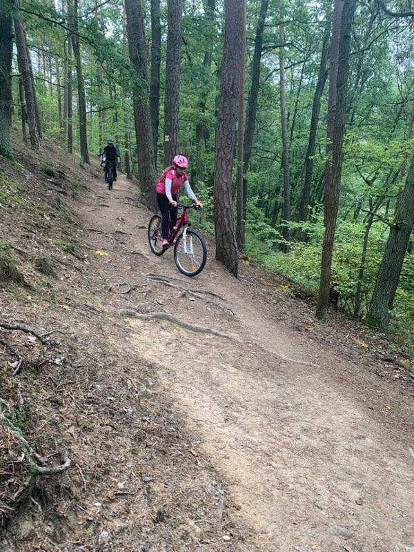 https://www.kempy-chaty.cz/sites/default/files/turistika/10._bikeherat_-_holky_na_kole_600x800.jpg