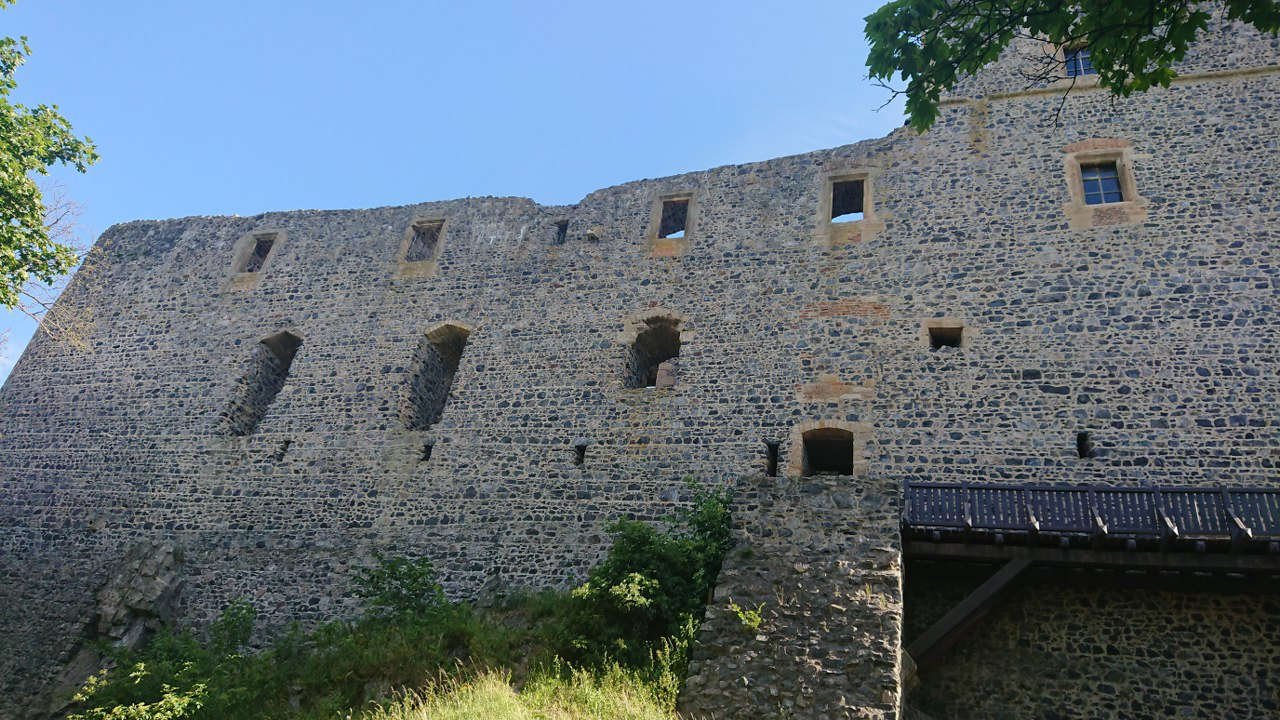 https://www.kempy-chaty.cz/sites/default/files/turistika/14._hrad_radyne_-_567m_1280x720.jpg