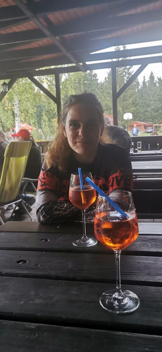 https://www.kempy-chaty.cz/sites/default/files/turistika/23_-_podvecerni_drink.jpg