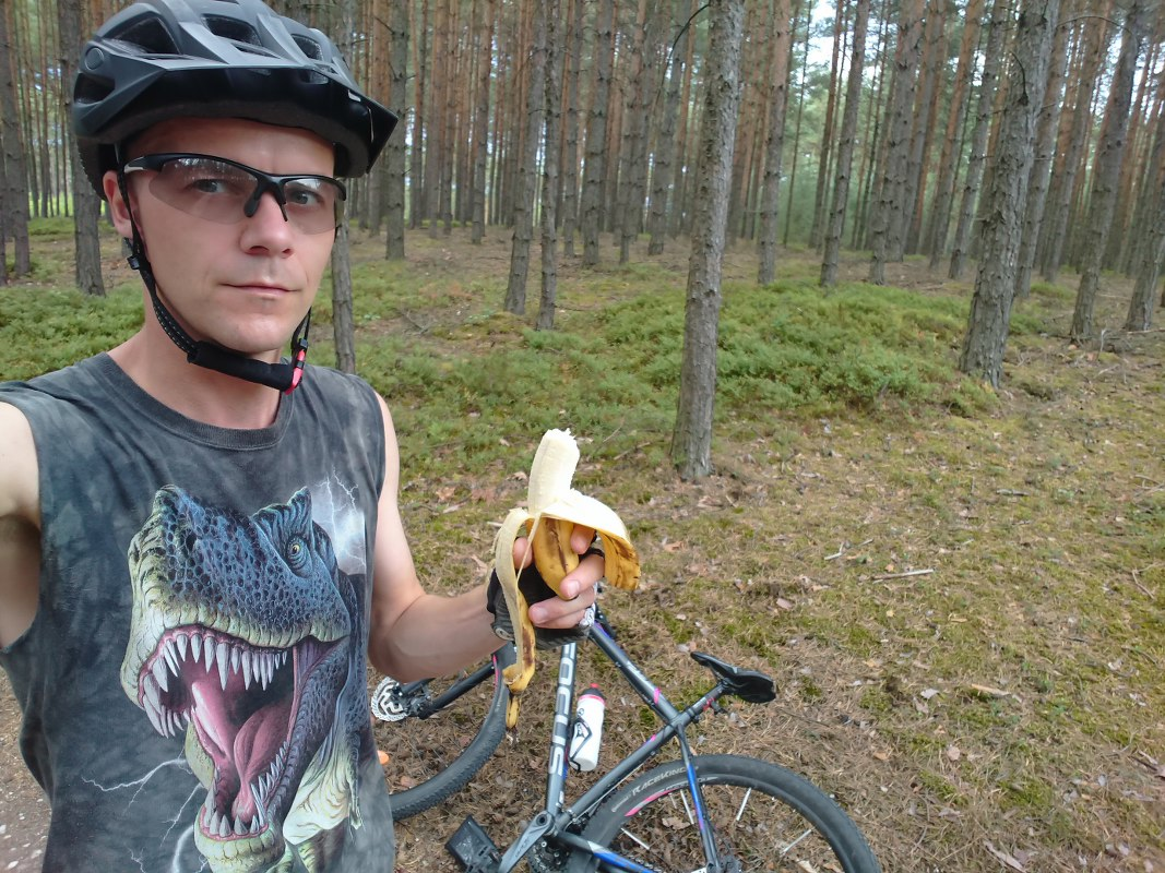 https://www.kempy-chaty.cz/sites/default/files/turistika/5._selfie_s_bananem_1067x800.jpg