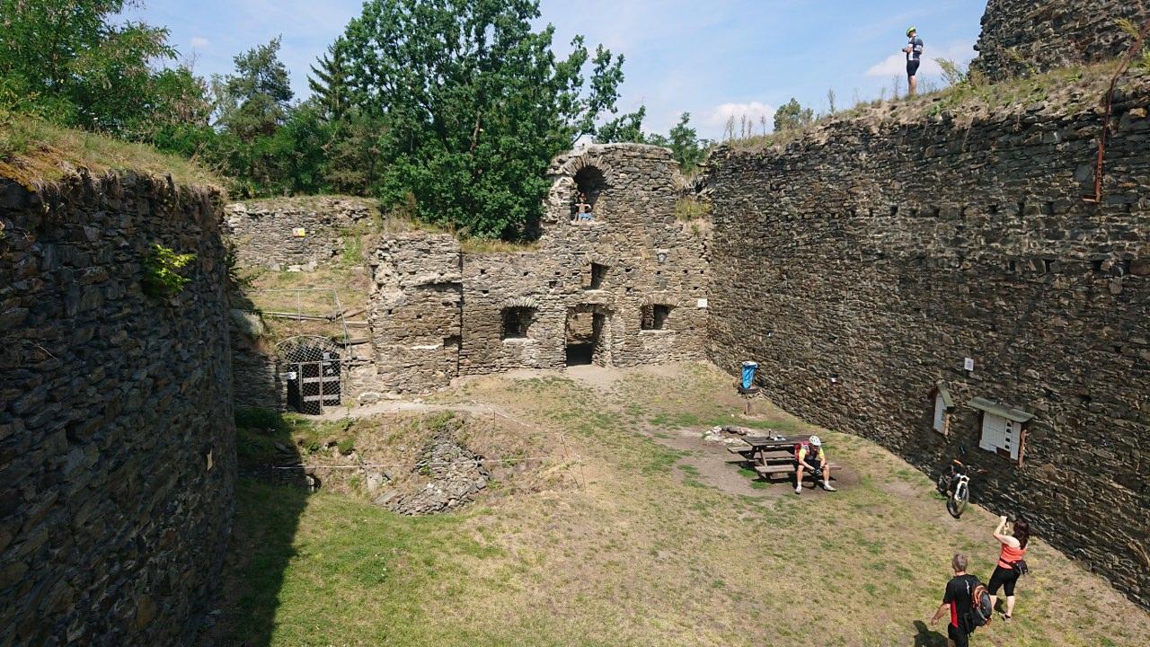 https://www.kempy-chaty.cz/sites/default/files/turistika/5._u_hradu_buben.jpg