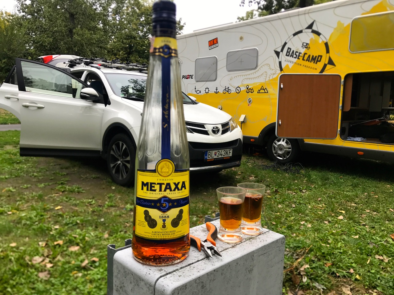 https://www.kempy-chaty.cz/sites/default/files/turistika/balaton_camping_karavan2.jpeg