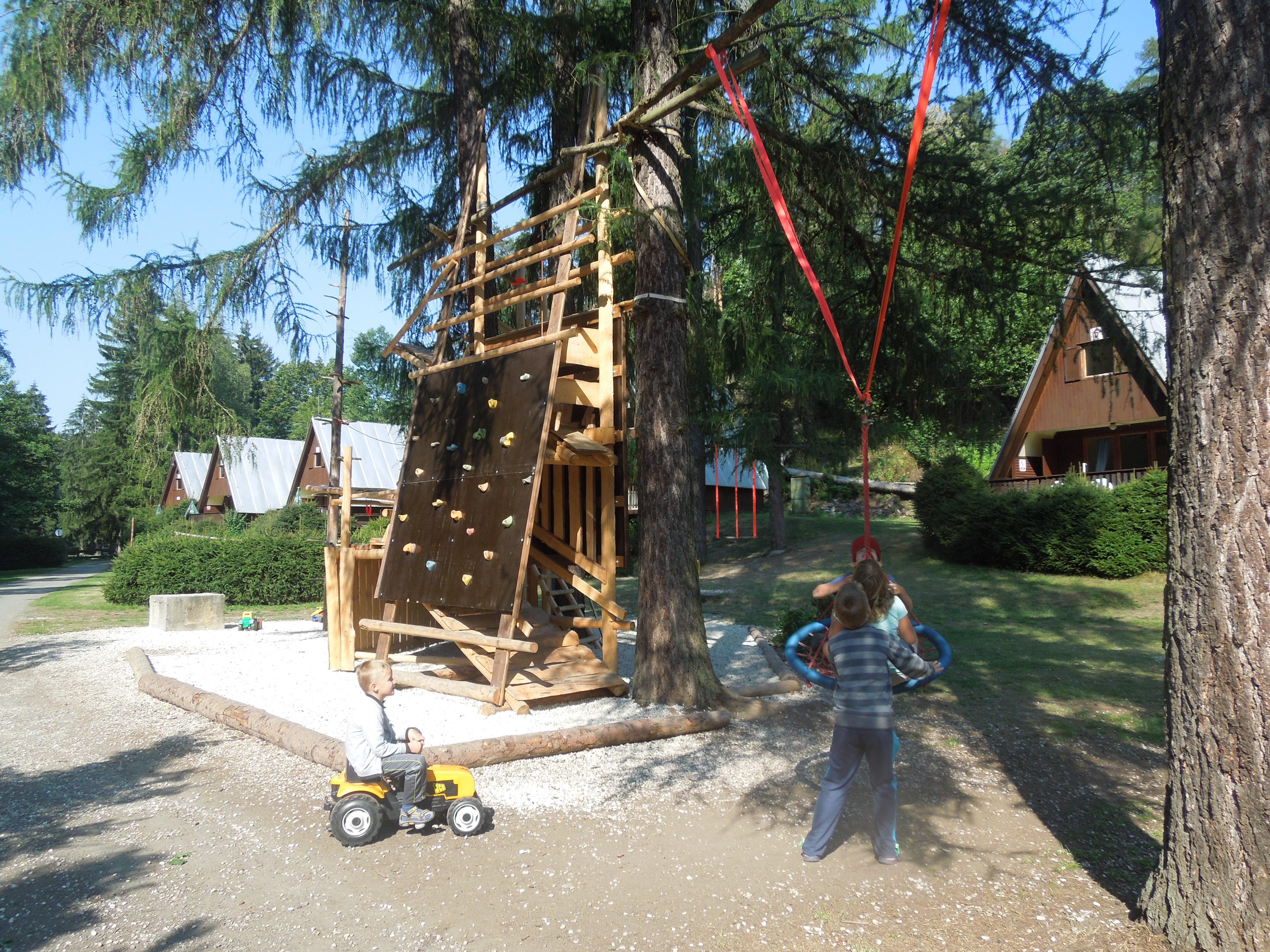 Dětské hřiště v kempu Karolina
