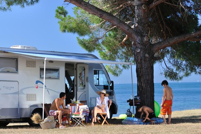 https://www.kempy-chaty.cz/sites/default/files/turistika/camping_polari_karavany.jpg