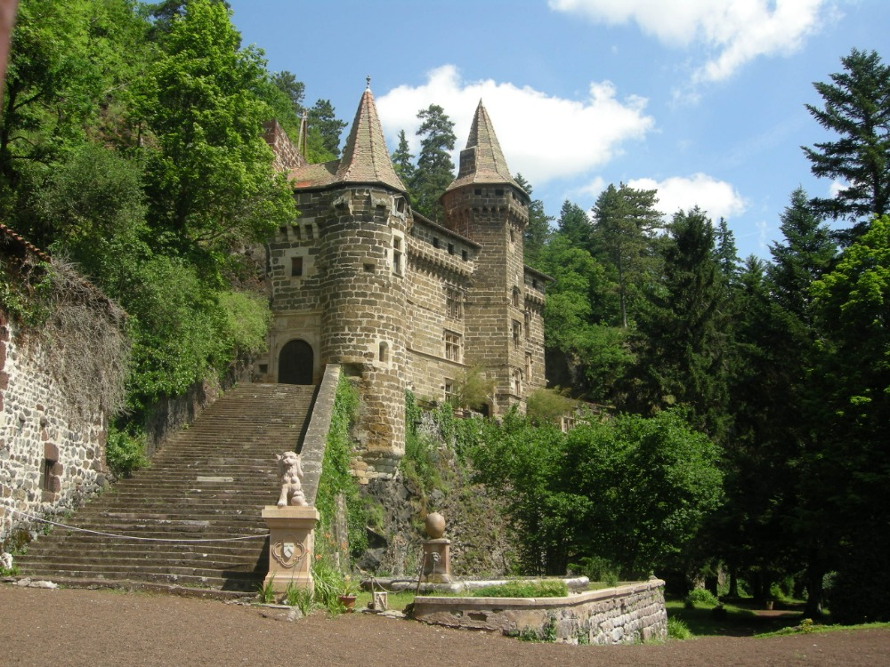 https://www.kempy-chaty.cz/sites/default/files/turistika/dscn0672-chateau_de_la_rochelambert.jpg