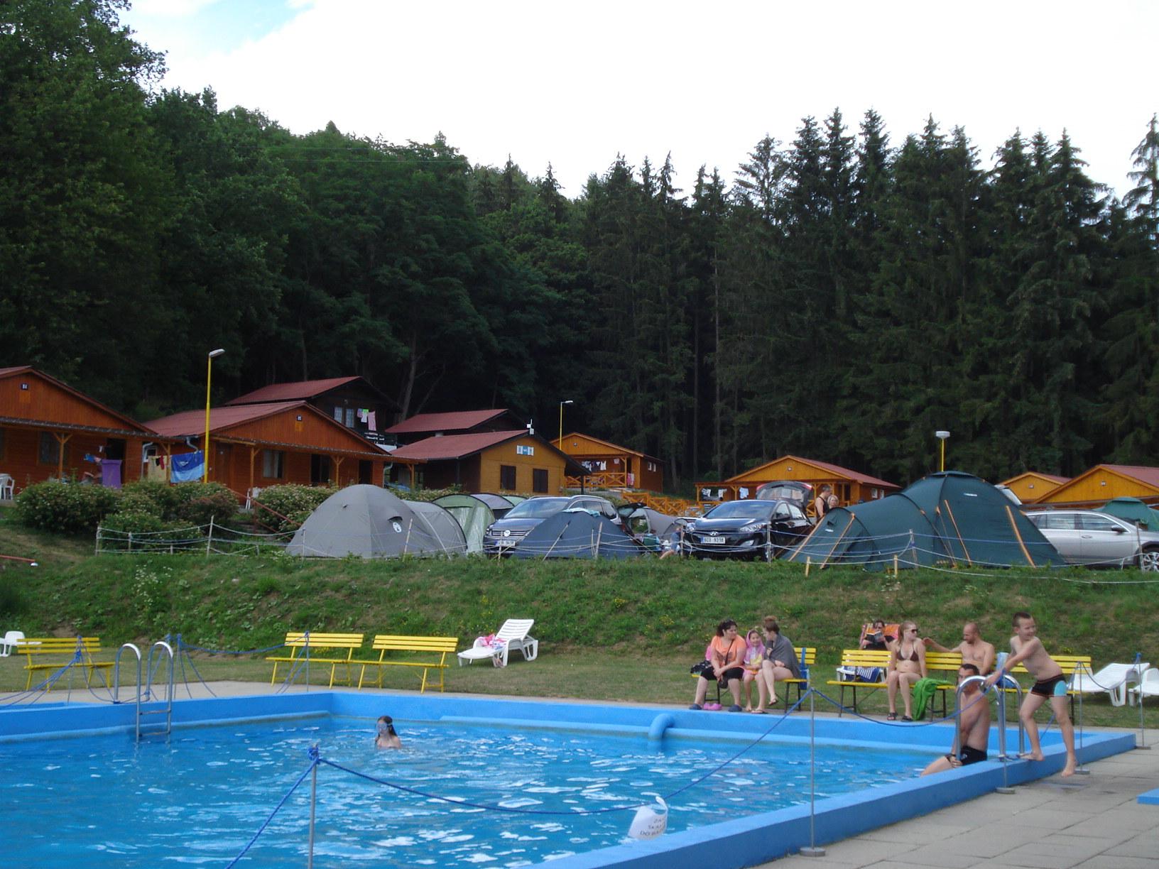 https://www.kempy-chaty.cz/sites/default/files/turistika/kemp_bojkovice_-_stany_a_bazen.jpg