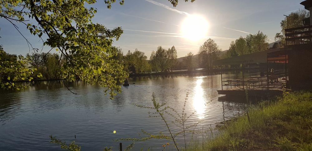 https://www.kempy-chaty.cz/sites/default/files/turistika/opatovce_kemp_jezero.jpg