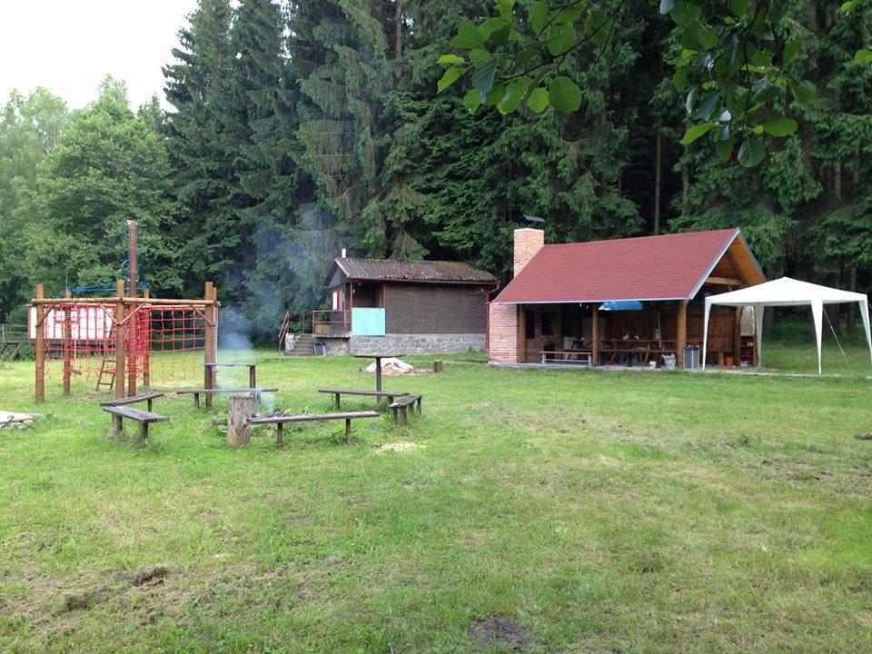 Posezení u ohně - chatová osada Souhvězdí